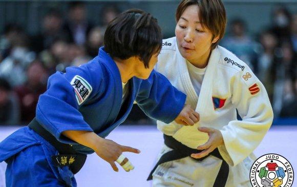 М.Уранцэцэг япончуудтай зэрэгцэн медалийн тавцанд зогсов