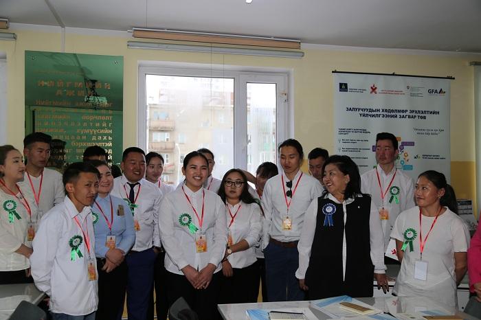 Хан-уул дүүргийн ажил хайгч залуучуудыг ажлын байранд зуучилж байна