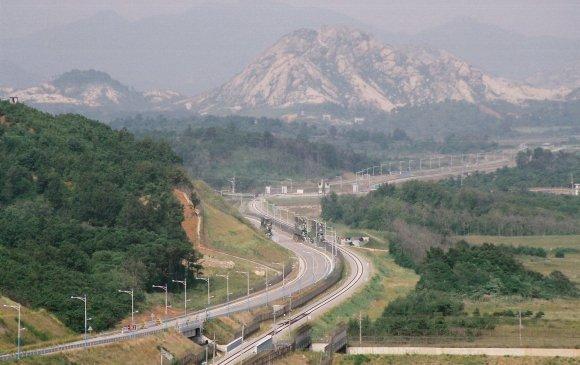 Хоёр Солонгос авто замаар холбогдохоор болжээ