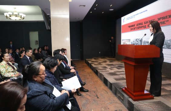 Х.Баттулга Монголын эмэгтэйчүүдийн хөдөлмөрийг дэмжих холбооны гишүүдтэй уулзлаа