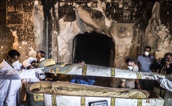 Египтчүүд 3000 жилийн өмнөх занданшуулсан шарилыг нээжээ