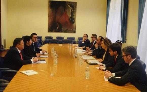 Монгол, Италийн улс төрийн зөвлөлдөх уулзалт болов