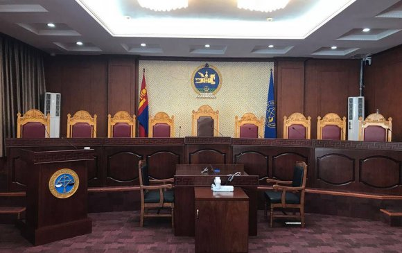 Үндсэн хуулийн Цэцийн их суудлын хуралдаан болно