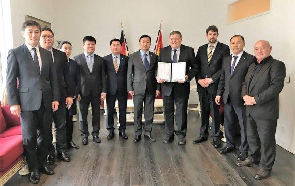 Монгол улсын соёлын элчийн гэрчилгээг Рудольф Вагнерт гардуулав