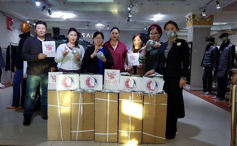 Монголын эмэгтэйчүүдийн холбоо 10,000 маск аян (1)
