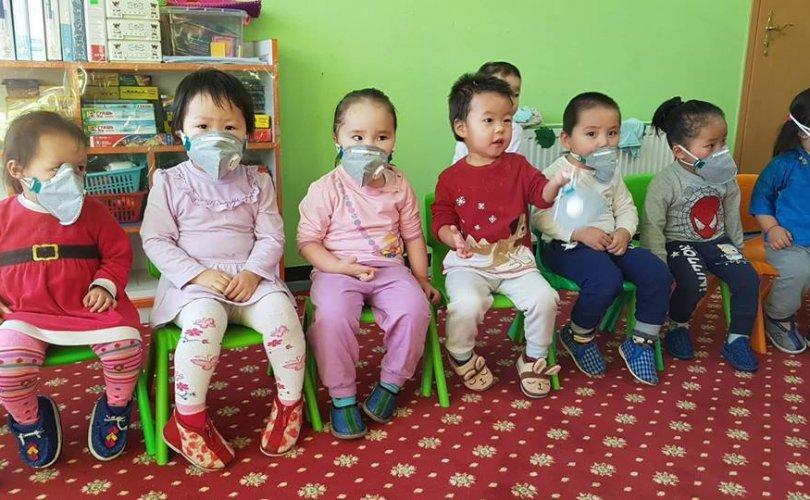 Монголын эмэгтэйчүүдийн холбоо 10,000 маск аян (2)