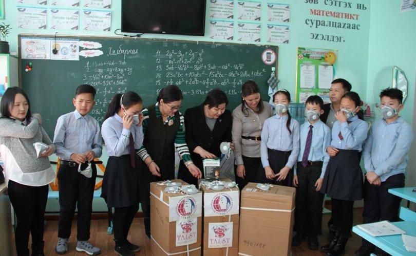 Монголын эмэгтэйчүүдийн холбоо 10,000 маск аян (3)