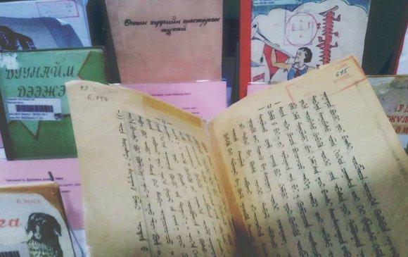 Монголын анхны сурах бичигтэй танилц
