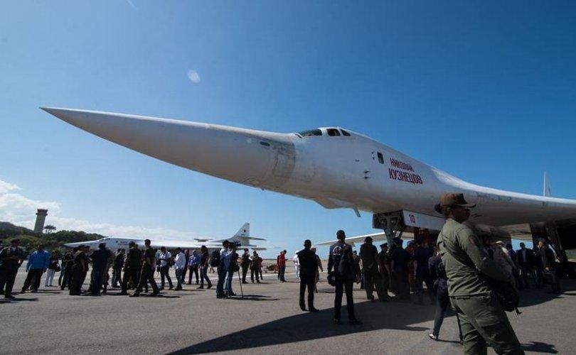 """Оросын """"Ту-160"""" стратегийн бөмбөгдөгч хоёр онгоц Венесуэлд очжээ"""