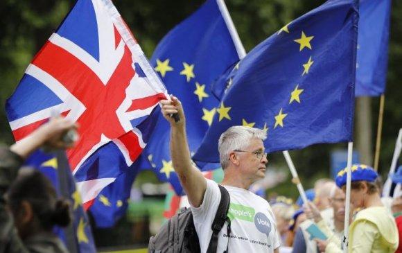 Их Британид хэн нэвтэрч, хэн нэвтэрч болохгүй вэ?
