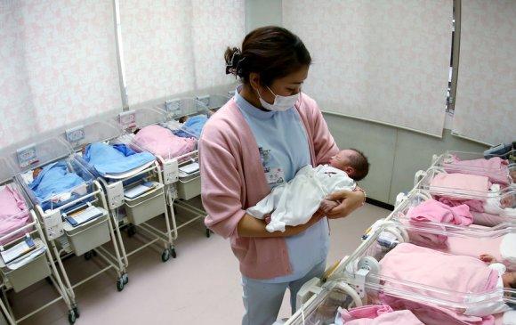 Японд төрөлтийн тоо түүхэн дэх хамгийн бага үзүүлэлттэй гарчээ