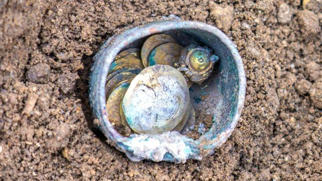 Израилаас эртний алтан зоос олджээ