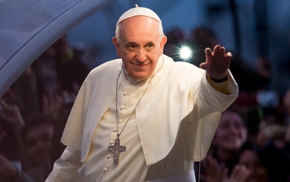 Ромын Пап материаллаг амьдралаас татгалзахыг уриаллаа