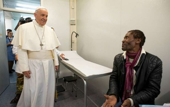 Пап лам орон гэргүй хүмүүст зориулж эмнэлэг нээжээ