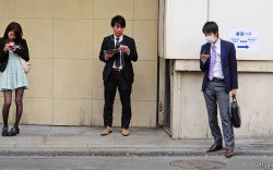 Японы залуу үе болзооноос татгалзах болов