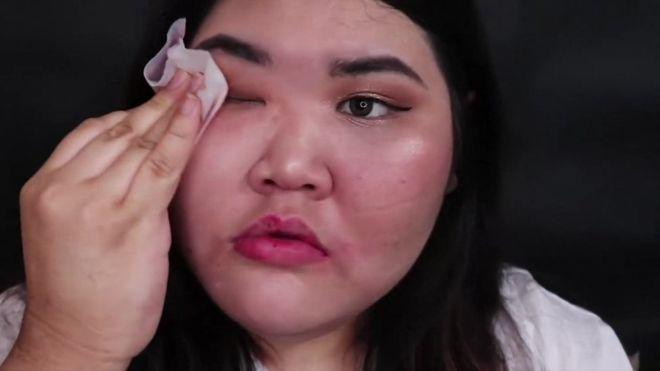 Багаа тайлж буй Солонгос бүсгүйчүүд