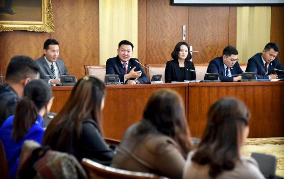 Гадаадад боловсрол эзэмшсэн шилдэг 100 залуу парламентын доод танхим байгуулна