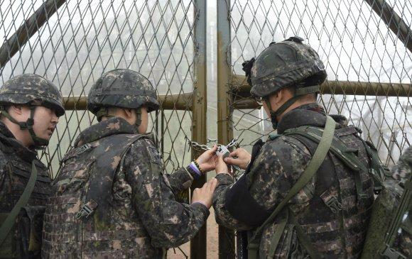 Солонгосын хойг: Хилийн харуул хамгаалалтыг татан буулгасныг шалгалаа