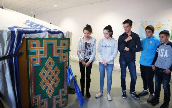 Францын дунд сургуулийн сурагчид Монгол өв соёлыг судалж байна