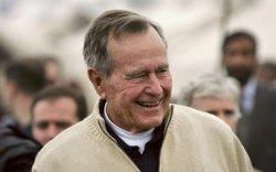 Эцэг Буш филиппин хүүг ивээн тэтгэдэг байжээ