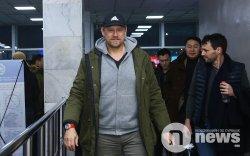 Домогт хөлбөмбөгчин Петер Шмейхель Монголд ирлээ