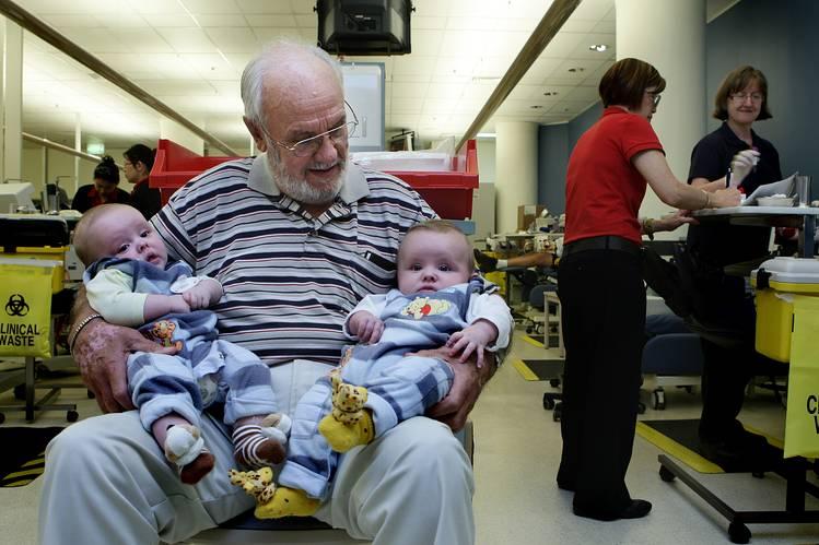 Цусаа хандивлаж 2.4 сая хүүхдийн амийг аварчээ