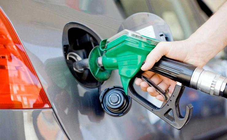 Бензиний үнийг 100 төгрөгөөр буурууллаа гээд Засгийн газрын нэр хүнд өсөхгүй