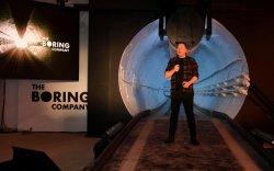 Илон Маск хурдны замын хонгилоо танилцуулав
