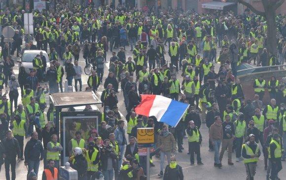 Ясны хувьсгалч Францчууд долоо дахь долоо хоногтоо жагслаа