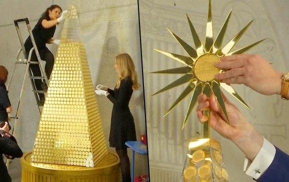 Германд алтаар Зул сарын мод засжээ