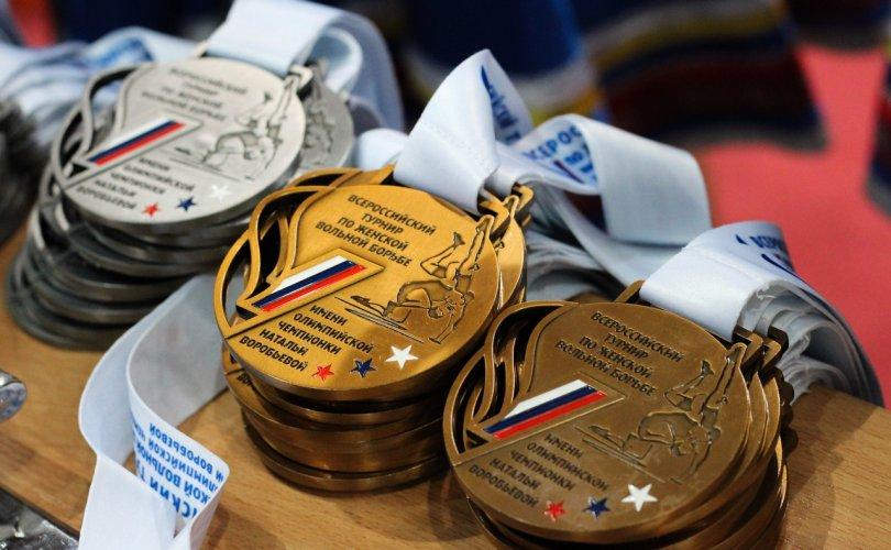 Эрхүүгээс зургаан медальтай ирлээ