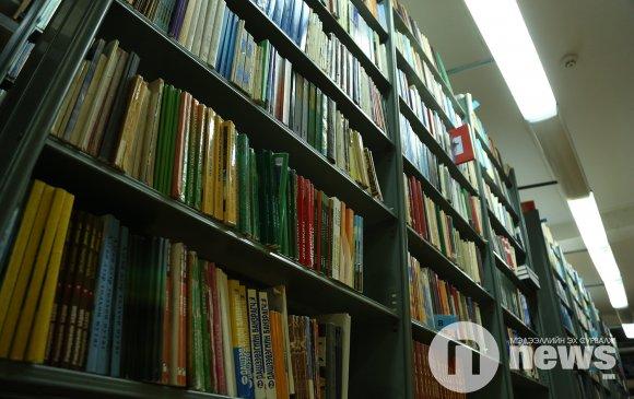 Төв номын сангийн гадаад номын фондод ном хандивлажээ