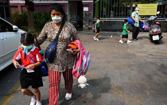 Бангкокт агаарын бохирдлын улмаас сургуулиудыг амраажээ