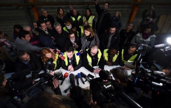 """Франц: """"Шар хантаазтнуудын хөдөлгөөн""""-ий удирдагчид нэгдлээ"""
