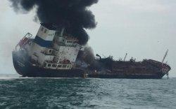 Газрын тос тээвэрлэж явсан усан онгоц шатжээ