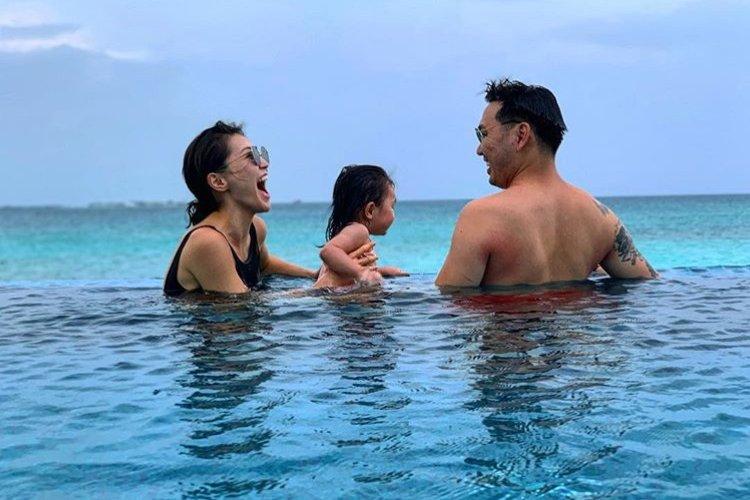 Жүжигчин Г.Анхбаяр гэр бүлийн хамт Мальдив арлыг зорьжээ