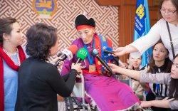 87 настай уртын дууч Д.Дуламыг 30 саяар шагналаа