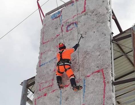 Мөсөн хиймэл хаданд аврах ажиллагаа явуулах сургалт бэлтгэлийг хийлээ