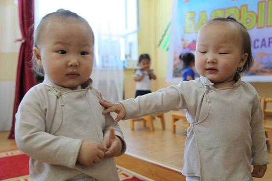 Архангай аймаг хоёр ихэр хүүхэдтэй 244 өрхтэй