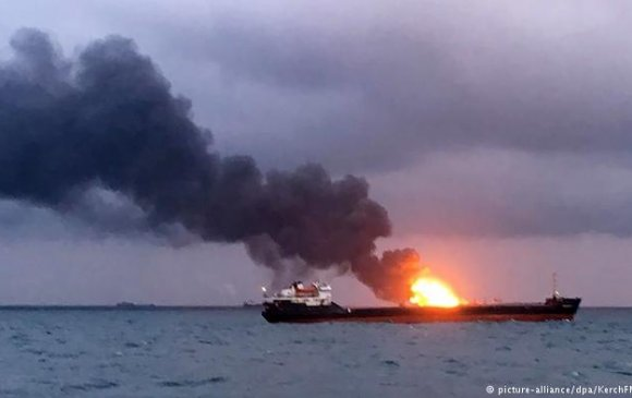 Крымийн хойгийн ойролцоо хөлөг онгоцнууд галд автжээ