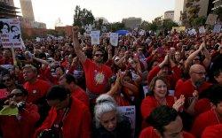 Лос Анжелест 30 мянган багш ажил хаяжээ