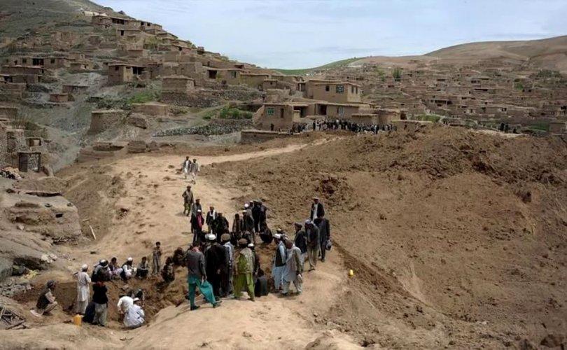 Хууль бусаар алт олборлож байсан 40 хүн нурангид дарагджээ