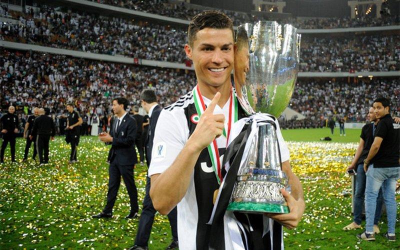 К.Роналдо Ювентус клубын хамтаар анхны цомоо хүртэв