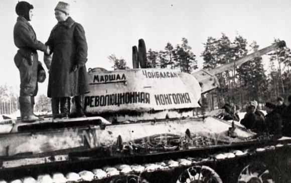 """""""Хувьсгалт Монгол"""" танкийн бригадыг Улаан армид бэлэглэв /1943.01.12/"""