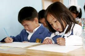 Олон хүүхэдтэй бага ангиуд туслах багштай болно