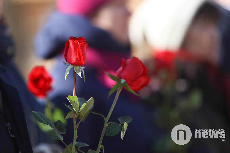 Жуковын хөшөөнд цэцэг өргөв (16)