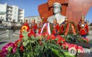 Маршал Г.К.Жуковын хөшөөнд цэцэг өргөлөө