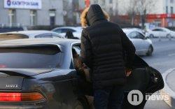 Хувийн таксичдыг 100 мянгаар торгохыг зогсоолоо