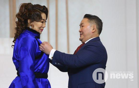 С.Өлзийхүү Монгол Улсын гавьяат жүжигчин боллоо