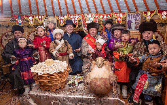 Монгол Улсын Ерөнхий сайд У.Хүрэлсүх сар шинийн мэндчилгээ дэвшүүлэв